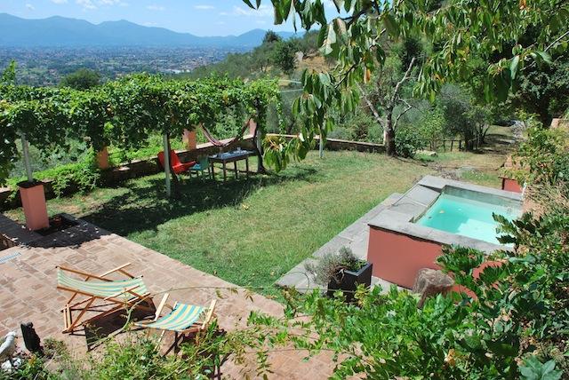 Vakantiehuis Toscane Lucca zwembad - Kersenhuis - tuin en zwembad