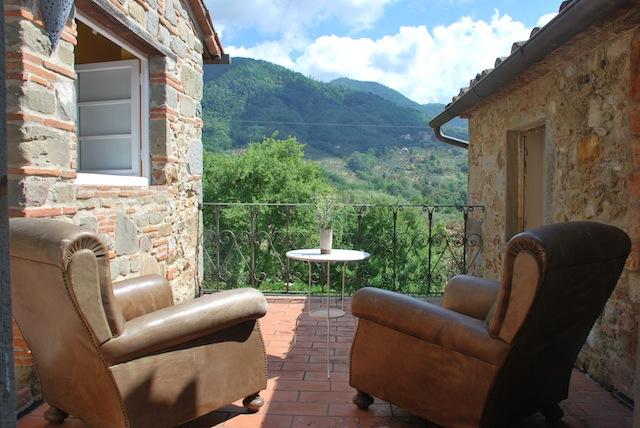 Vakantiehuis Toscane lucca zwembad - kersenhuis - 4 persoons - terras met uitzicht